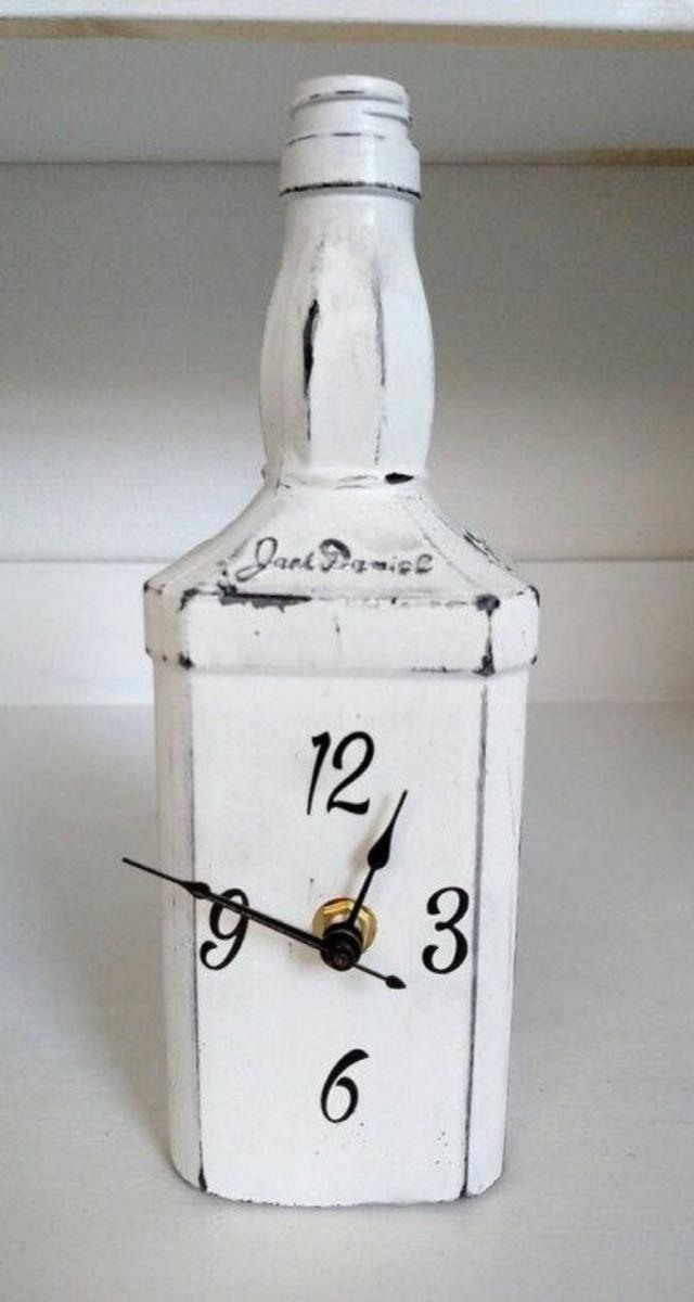 Relógio feito com garrafa de vidro