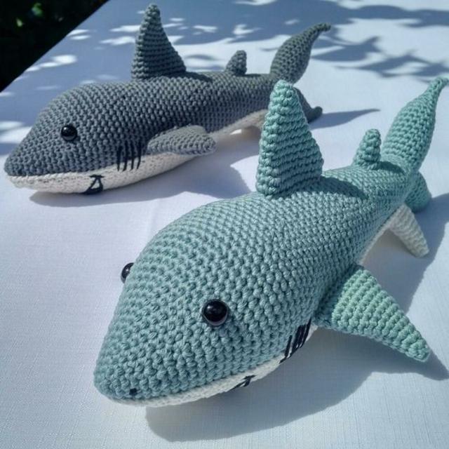 Tubarões de amigurumi