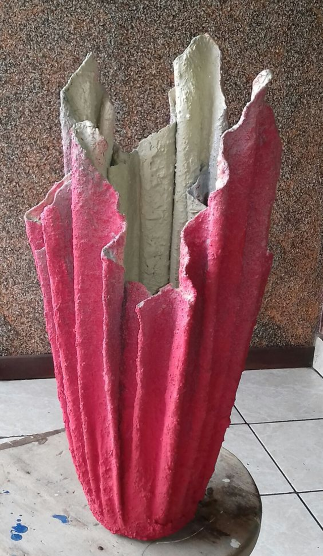 Vaso de cimento com toalha  colorido