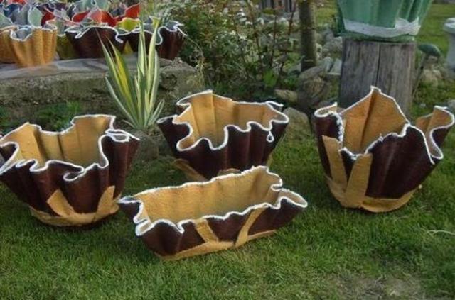 Vasos de cimento com toalha