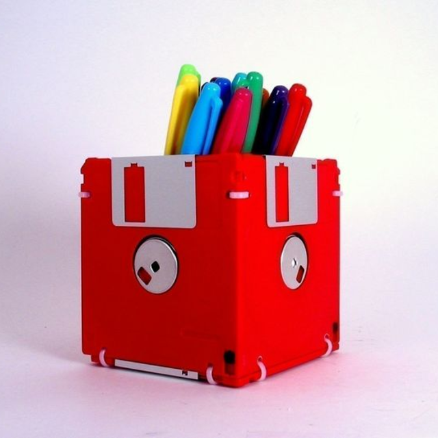 Porta canecas de disquete