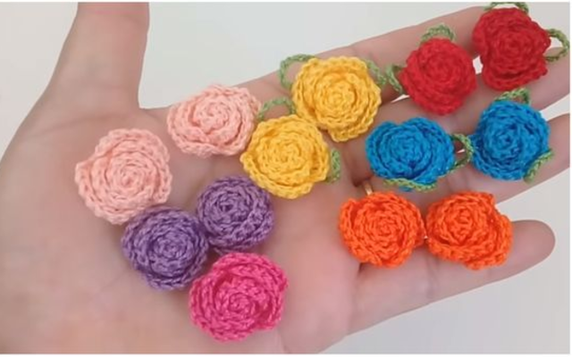 Mini flores de crochê para aplicação