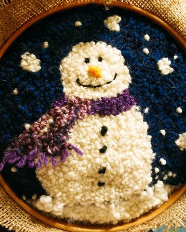 Bastidor de boneco de neve feito com ponto russo