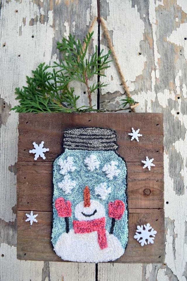Quadro com boneco de neve feito com ponto russo