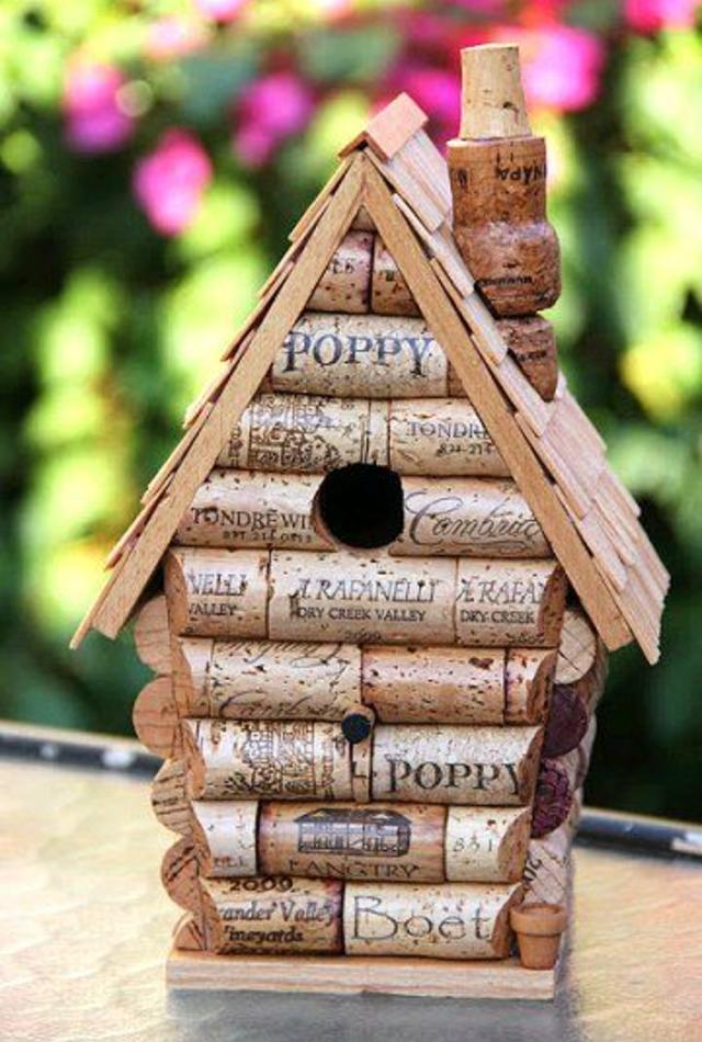 Casa de passarinho de rolhas