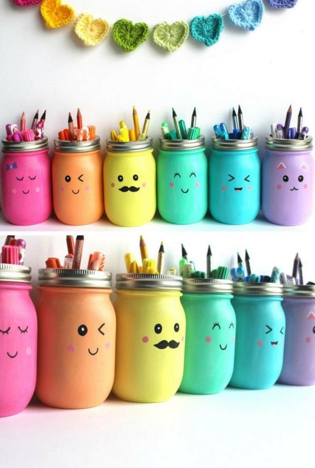 Porta canetas feitos com potes decorados