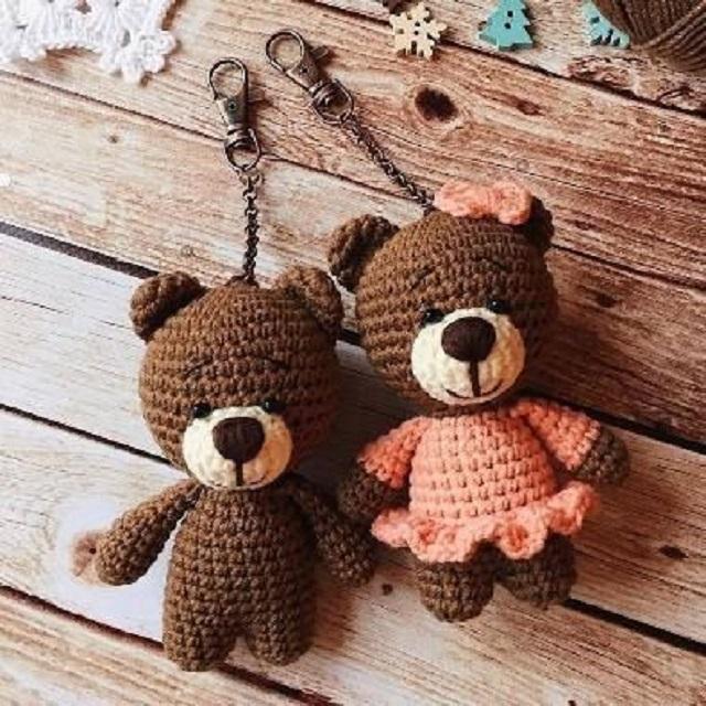 Chaveiros de ursinhos de amigurumi