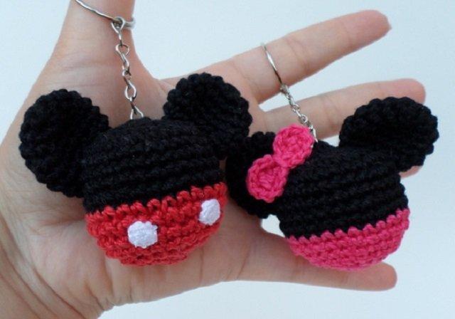 Chaveiros Mickey e Minnie de amigurumi