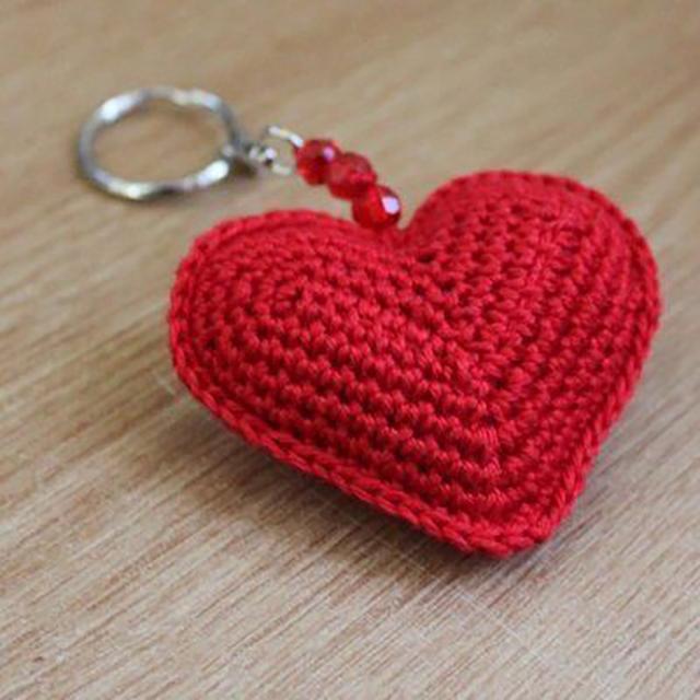 Chaveiro de coração de amigurumi