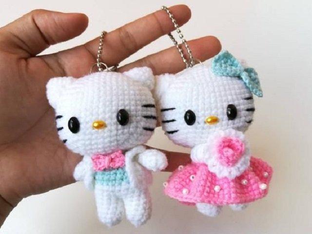 Chaveiro da Hello Kitty de amigurumi