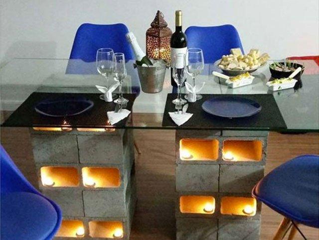 Mesa com blocos de cimento