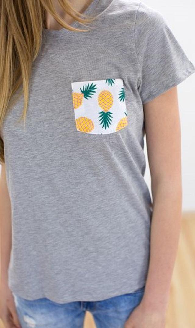 Blusa customizada com aplicação de tecido