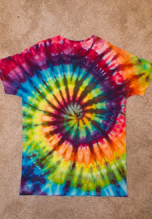 Blusa customizada tie dye
