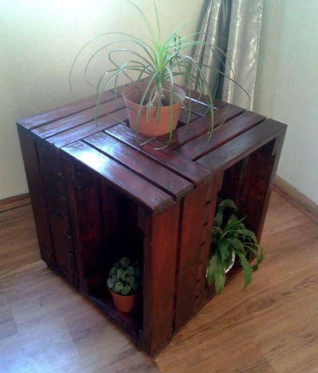 Mesa de centro feita com caixote de madeira