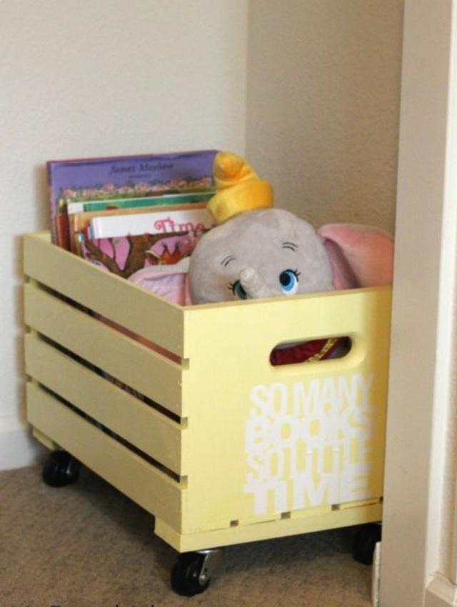 Caixote de madeira para guardar brinquedos