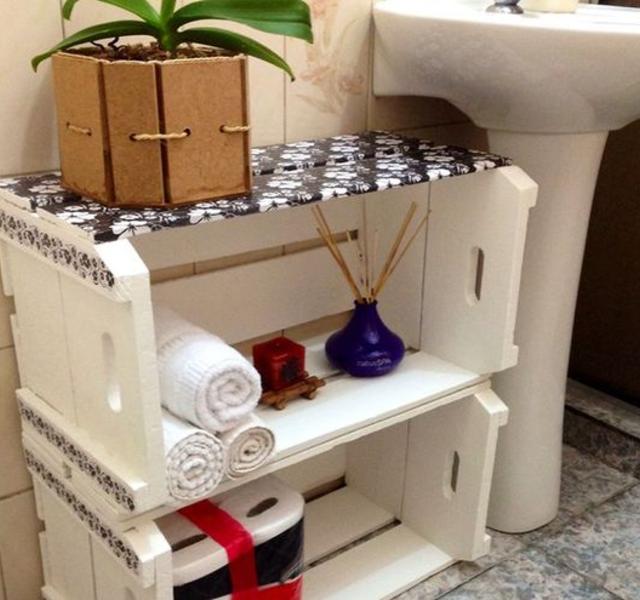 Armário de caixote de madeira