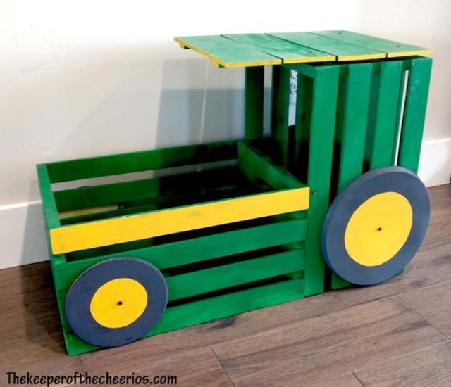Carrinho feito com caixote de madeira