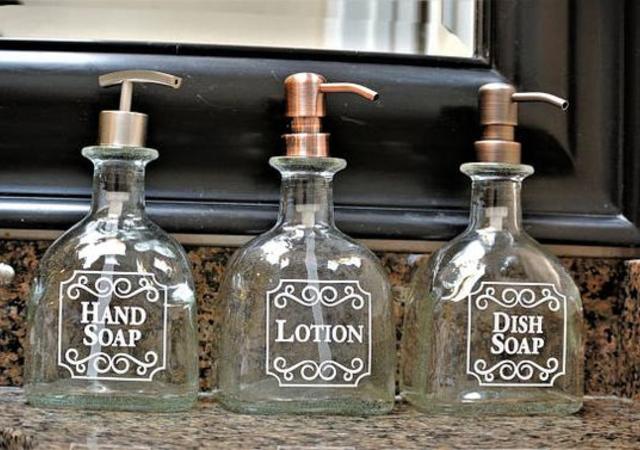 Porta sabonetes feito com garrafa de vidro