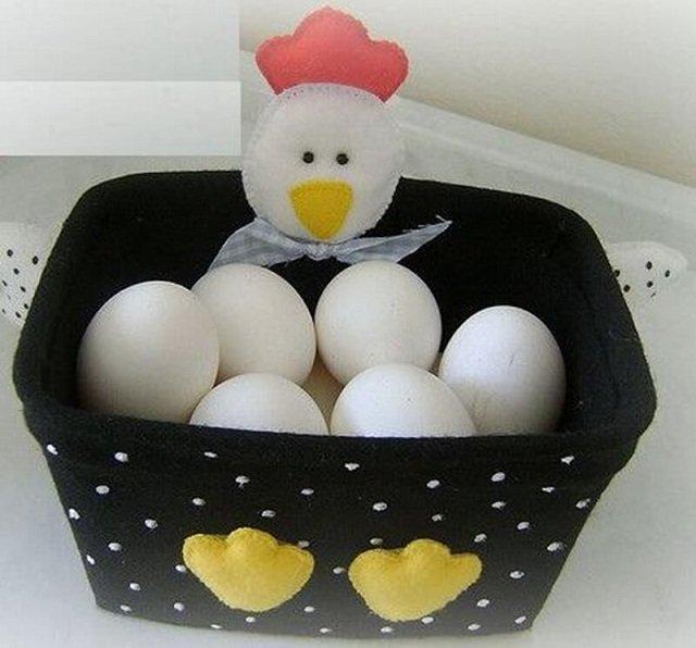 Pote de sorvete decorado e ovos