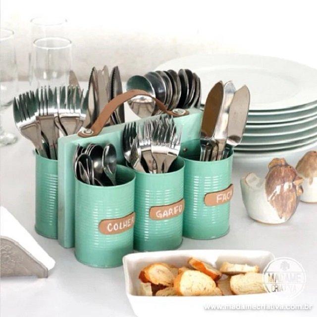 Decoração de cozinha com latas de alumínio