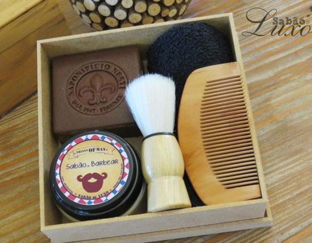 Caixa  com produtos de barbear para o dia dos pais