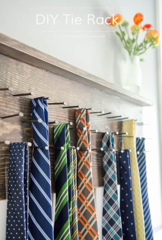 Porta-gravatas de pregos
