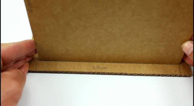Passo a passo organizador de mesa feito com papelão