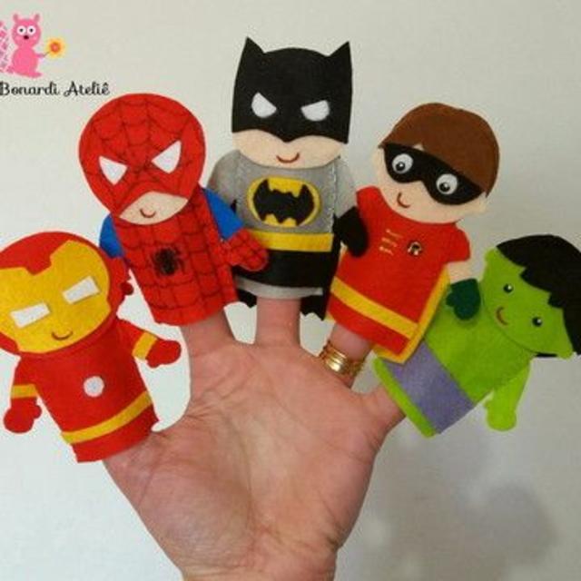 Dedoches de super-heróis de feltro