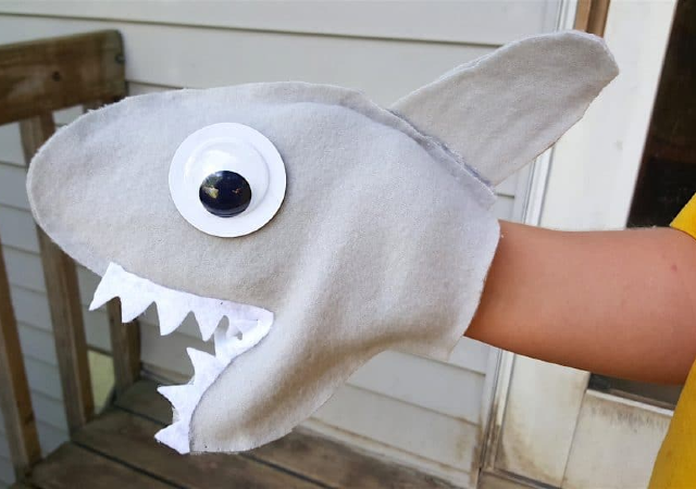 Fantoche de tubarão de feltro