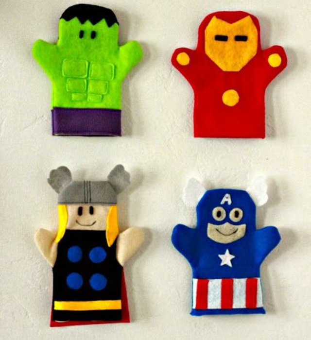 Fantoches de super-heróis de feltro