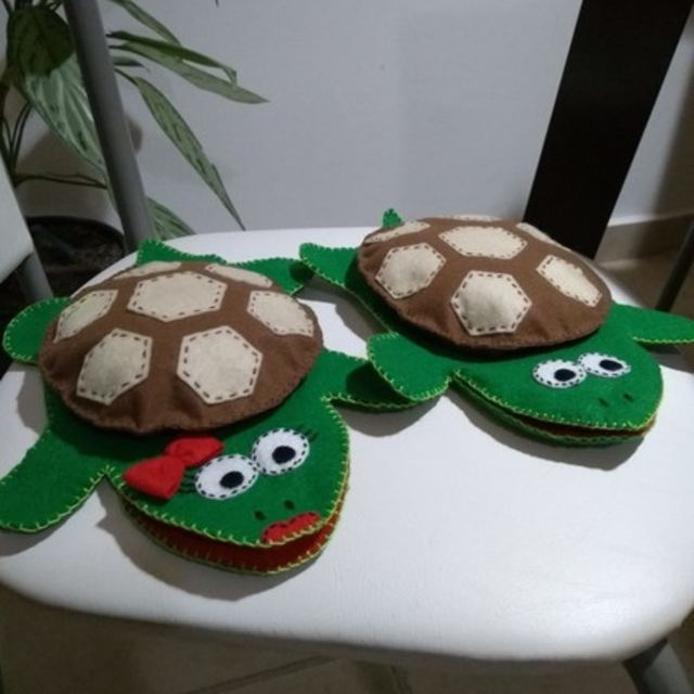 Fantoches de tartarugas de feltro