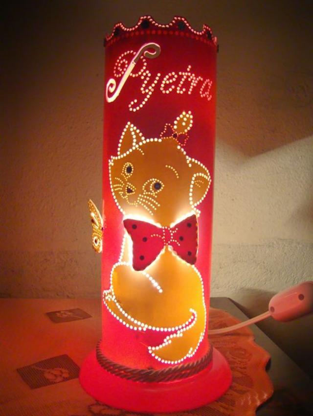 Luminária de PVC com desenho da gatinha Marie