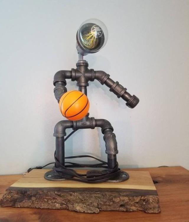 Luminária de PVC de jogador de basquete