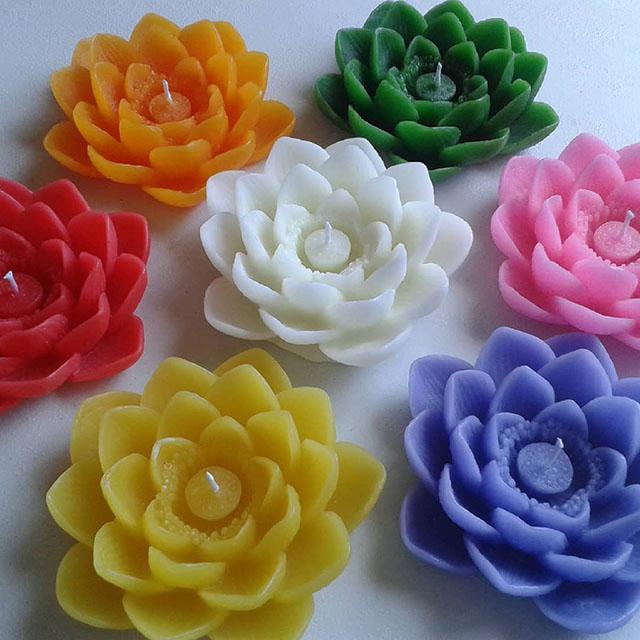 Velas coloridas de flores