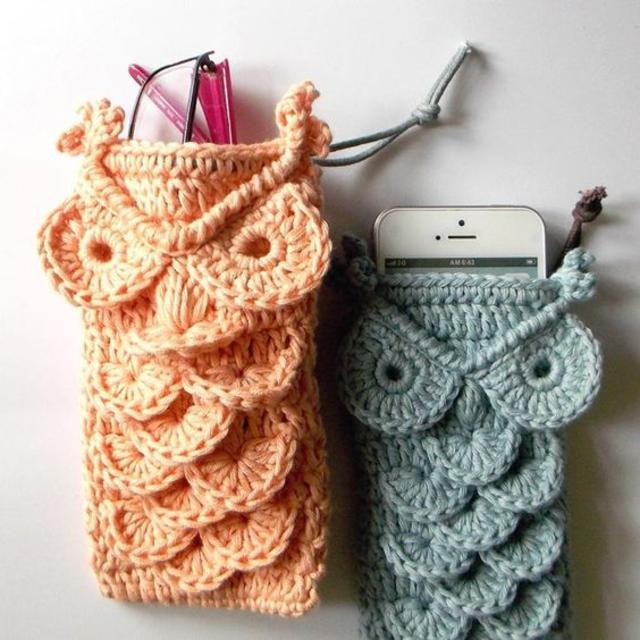 Porta celular de coruja de crochê