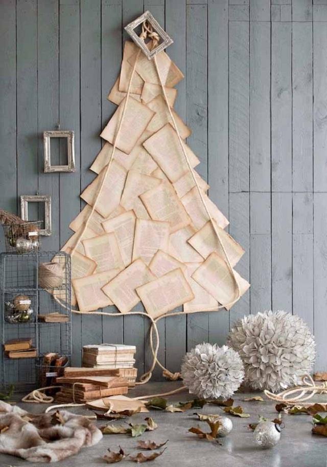 Árvore de Natal de parede com folhas de livros