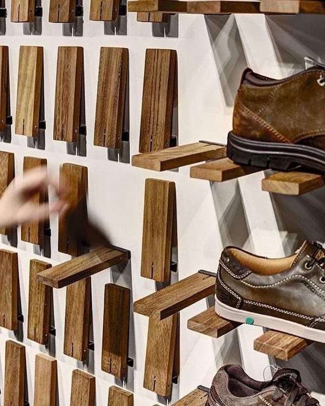 Sapateira de madeira