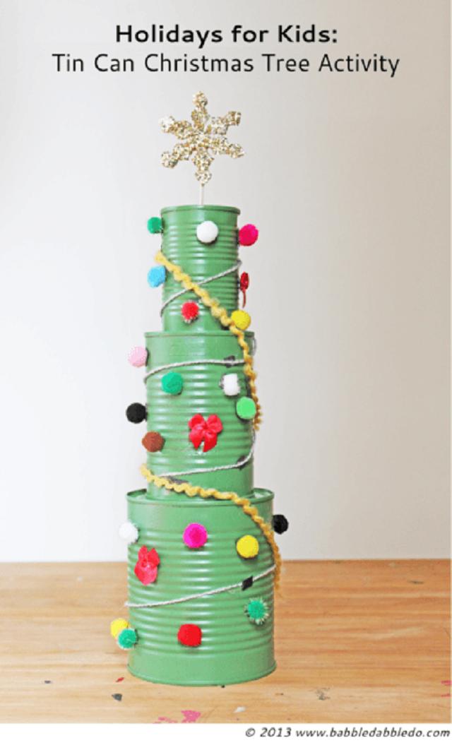 Árvore de Natal de latas