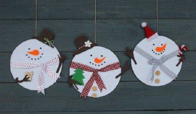 Bonecos de neve feitos com cd