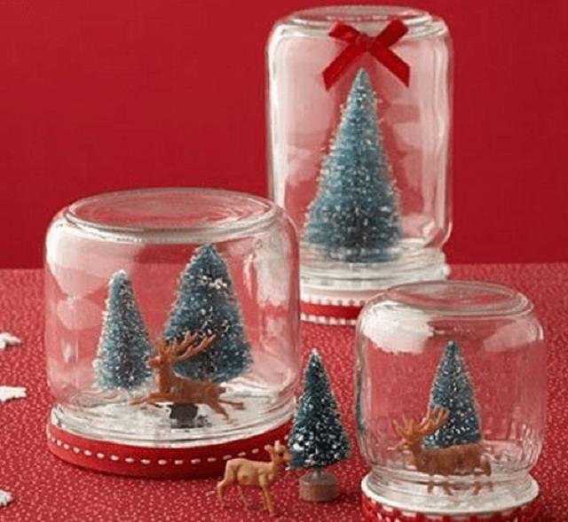 Potes com árvores de Natal