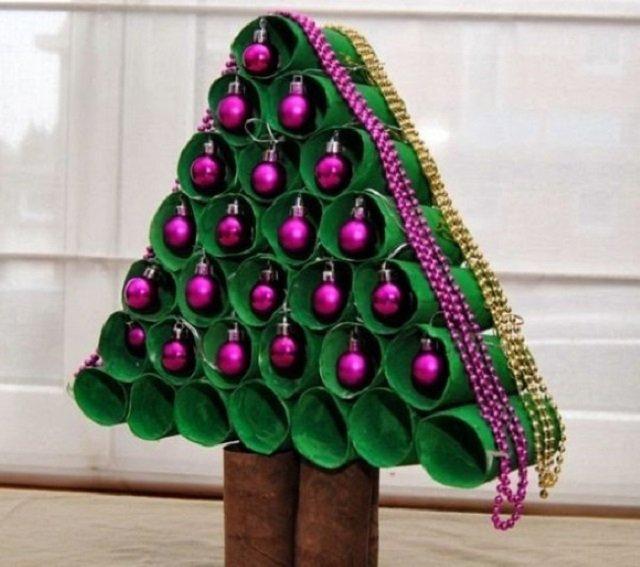 Árvore de Natal com rolo de papel higiênico