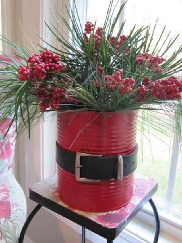 Vaso de planta com lata de Natal