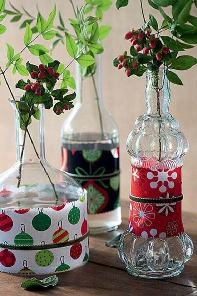 Garrafas decoradas com tecido de Natal