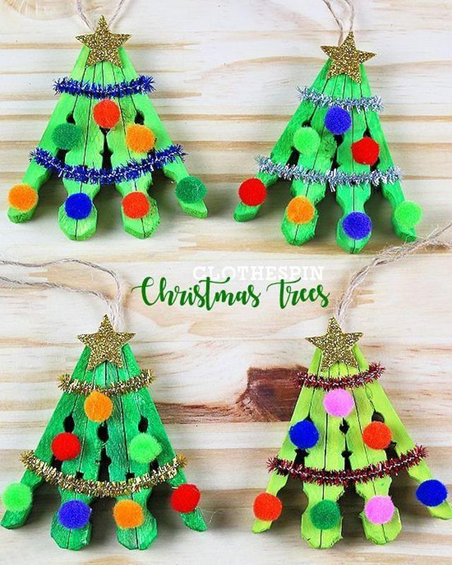 Árvore de Natal feita com pregadores