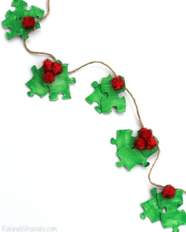 Enfeite de Natal feito com quebra-cabeças