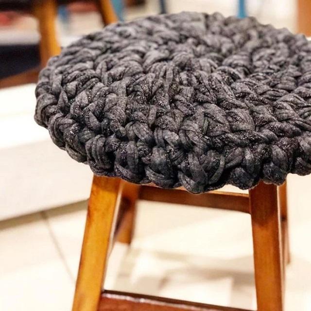 Almofada de tricô gigante