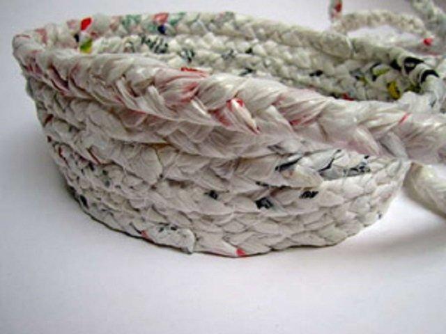 Artesanato com Reciclado: Passo a passo para Fazer um Cesto com Sacolas Plásticas