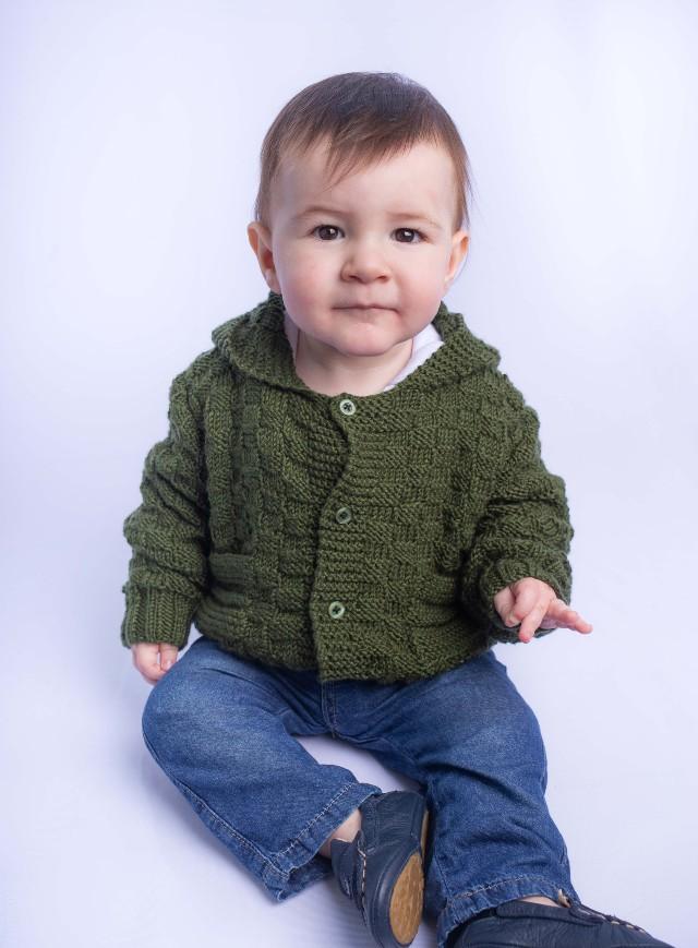 Casaquinho de bebê em tricô passo a passo fácil: receita gratuita + 15 inspirações